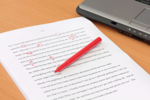 Różnica między redakacją a korektą